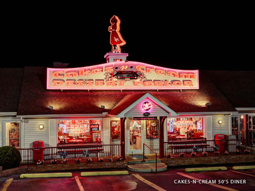 Outdoor view of a classic 1950s diner in Branson.