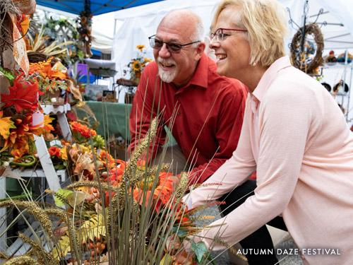 Couple shopping together at Autumn Daze festival in Branson.