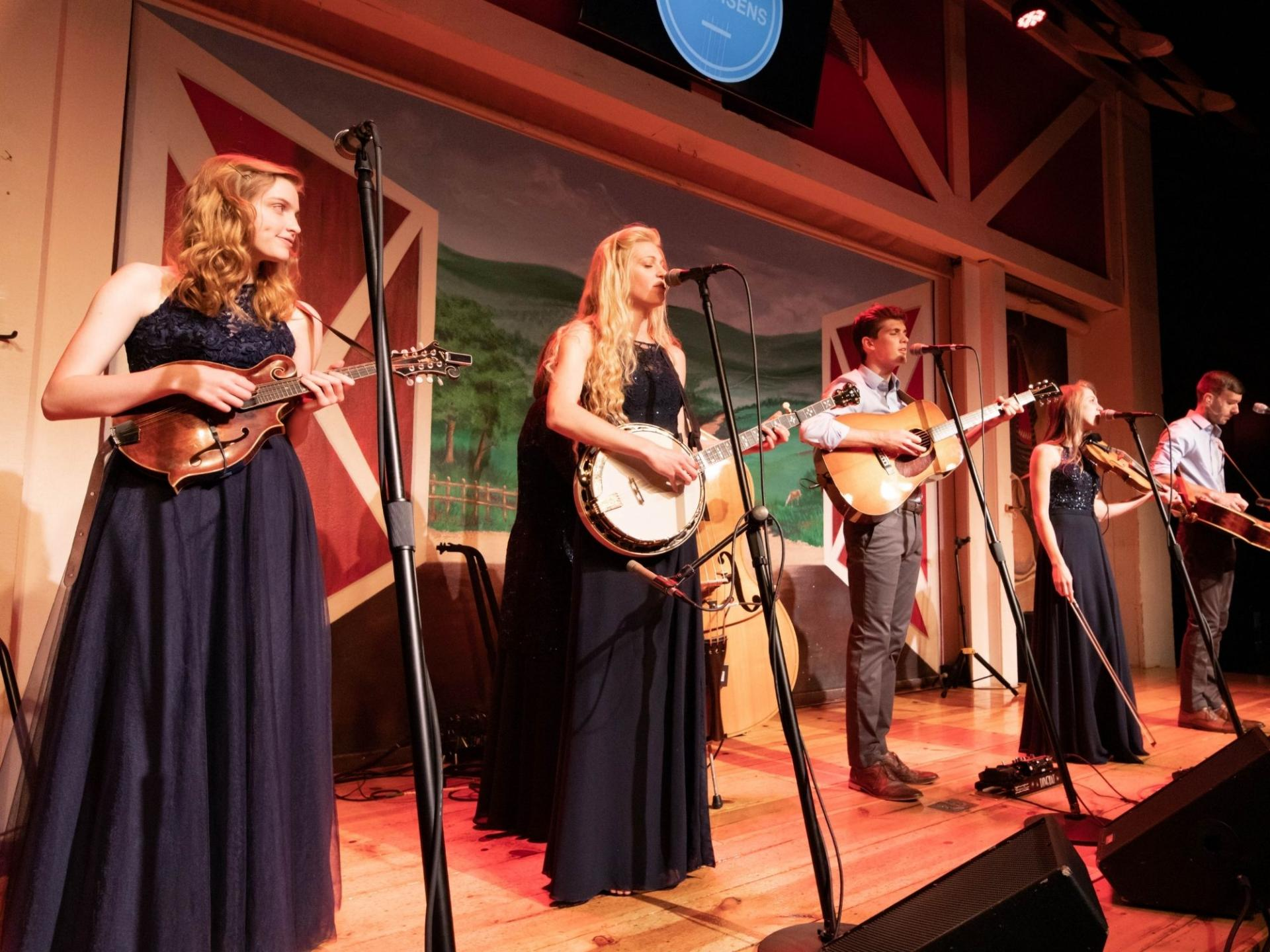 petersen family plays instruments and sings on stage in Branson mo