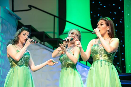 celtic ladies on stage performing in branson
